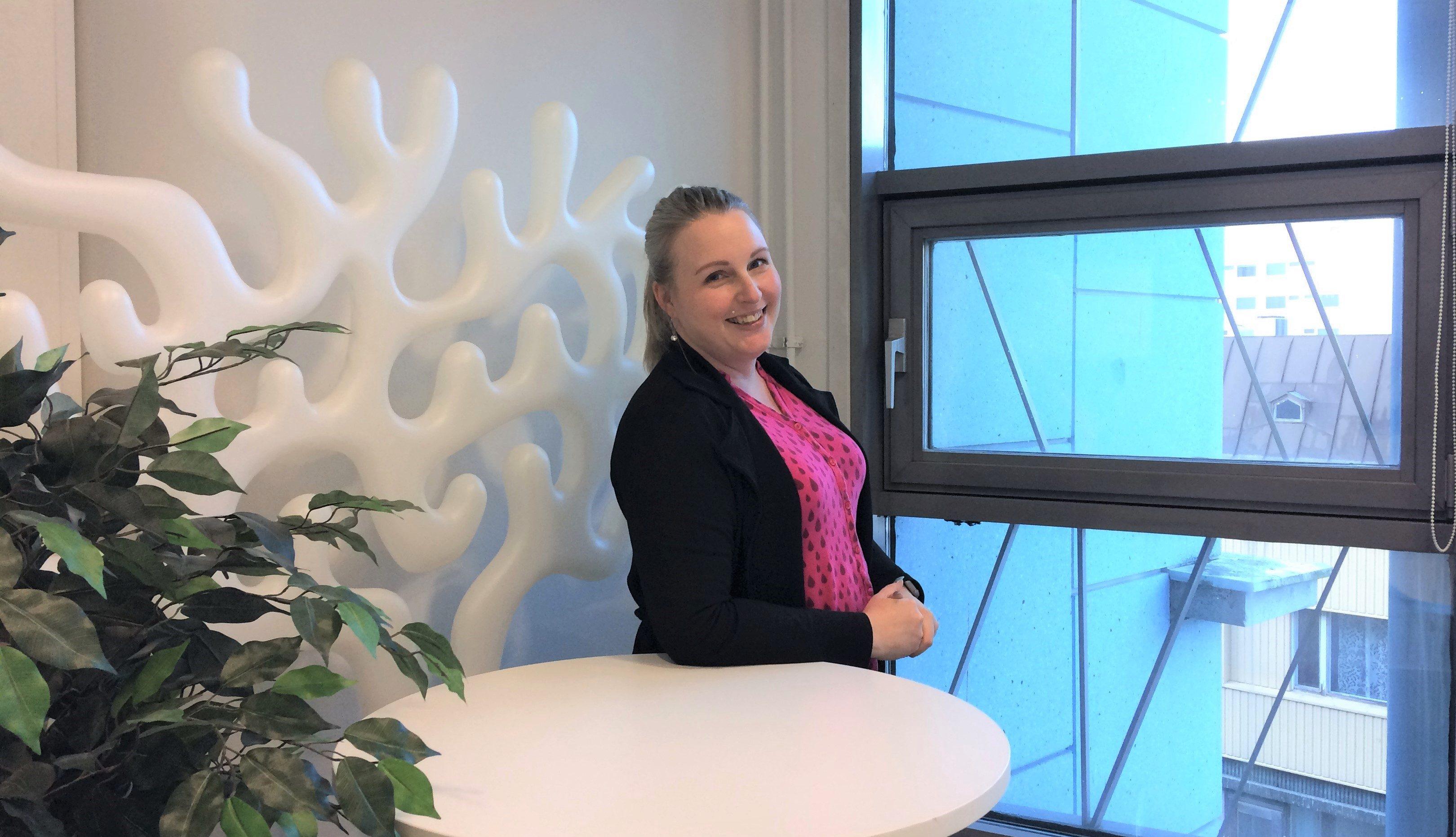 Elinar's Customer Service Officer Miia Sysilahti